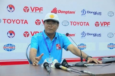 HLV Tran Binh Su nghi ngo tran HAGL vs SLNA co mui
