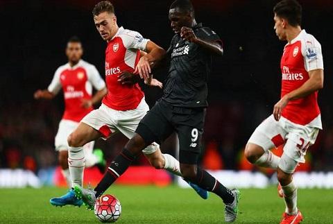 Chambers phai cai thien nhieu neu muon da cho Arsenal hinh anh