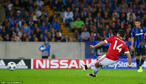 Club Brugge 0-4 (1-7) MU Rooney lap hattrick, bay Quy do oai hung tro lai Champions League hinh anh 3