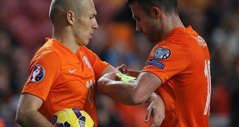 Van Persie bi Robben cuop bang thu quan cua DT Ha Lan