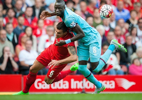 Hau Liverpool 0-3 West Ham Phoi bay tran trui 3 sai lam cua HLV Rodgers hinh anh