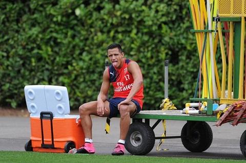 HLV Wenger mang tin vui den cho fan Arsenal truoc tran derby hinh anh