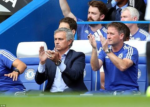 Chelsea sa thai Mourinho Loi nguyen kho giai! hinh anh