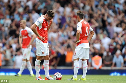 Hau Arsenal 0-2 West Ham Dau hoi cho phong do hinh anh