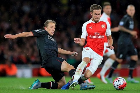 Tien ve Lucas Leiva tiet lo ly do o lai Liverpool hinh anh