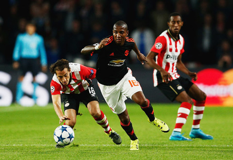 tien ve Ashley Young hinh anh 2