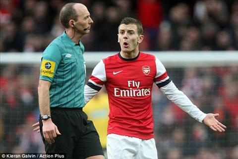Cay cu trong tai Mike Dean, Fan Arsenal muon lam toi cung! hinh anh