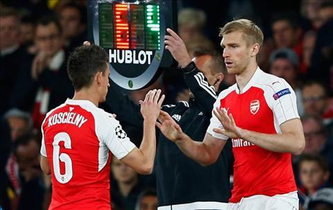 Arsenal vs MU Phao thu se thua Quy do vi Koscielny  hinh anh