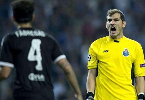 Ky luc gia Iker Casillas len tieng nhan loi ve ban thua cua Porto hinh anh