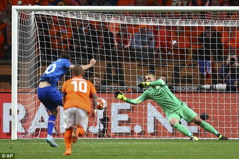 Ha Lan 0-1 Iceland Robben chan thuong, Indi nhan the do, Oranje danh guc nga tren san nha hinh anh 4