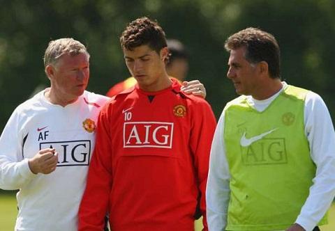 Ronaldo lan dau tiet lo ve nhung con thinh no cua Sir Alex hinh anh