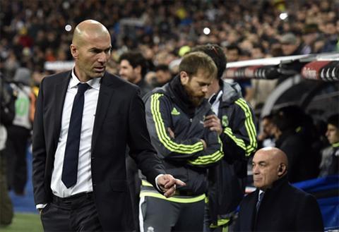 Zidane (trai) khoi dau hoan hao trong su nghiep HLV dinh cao. Anh: Reuters