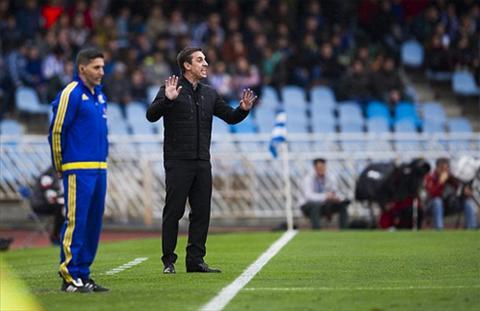 Sociedad 2-0 Valencia HLV Neville van chua biet thang o La Liga hinh anh