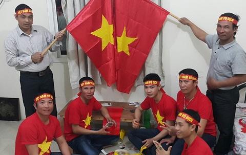 Hang nghin nguoi lao dong den san co vu U23 Viet Nam vs U23 Jordan hinh anh