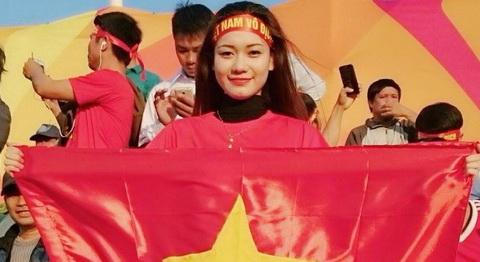 Dung nhan fan nu Viet Nam xinh dep lam day song khan dai tai Qatar hinh anh