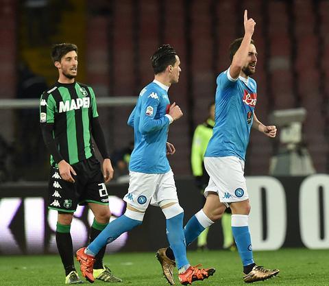 Napoli 3-1 Sassuolo Vung vang tren ngoi dau hinh anh