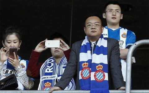 Ti phu Trung Quoc sap thau tom hang xom cua Barcelona hinh anh