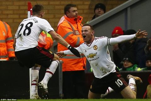 Thu quan Rooney ra don knock-out, MU ca khuc khai hoan tren Anfield hinh anh
