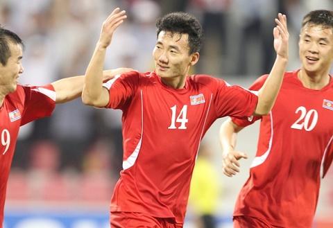 Hoa may man U23 Trieu Tien, Kiatisak no sang hinh anh