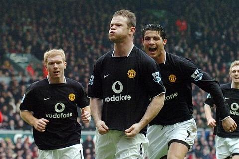 Tien dao Wayne Rooney, ga Shrek, ghi ban thu hai tai Anfield hinh anh