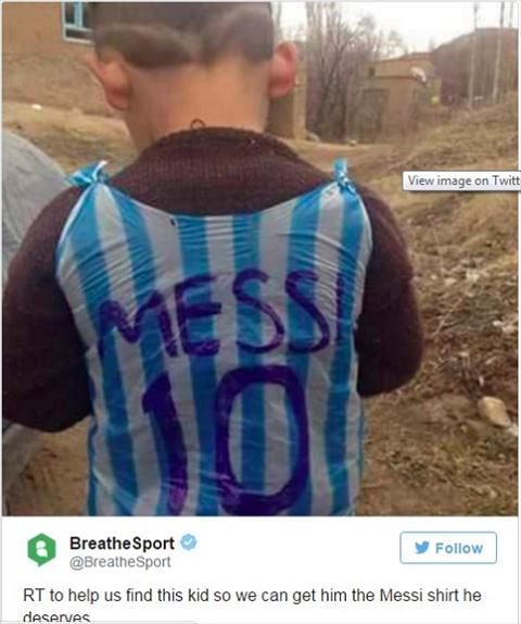 Mac ao rac Messi, fan nhi gay bao mang hinh anh