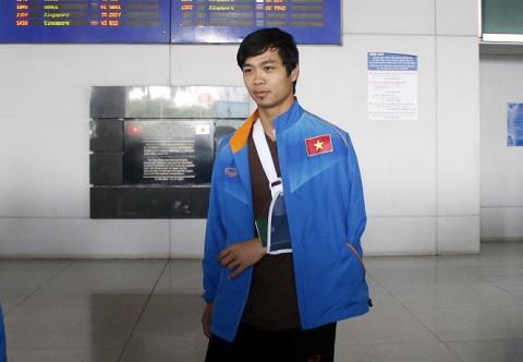Cong Phuong vua ve Viet Nam, den thang benh vien hinh anh