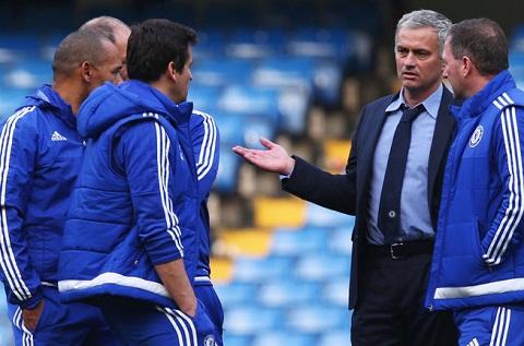 Jose Mourinho trieu tap cac phu ta, san sang thay the Louis van Gaal hinh anh