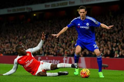 Tien ve Matic xem thuong the do Mertesacker o tran Arsenal 0-1 Chelsea hinh anh 2