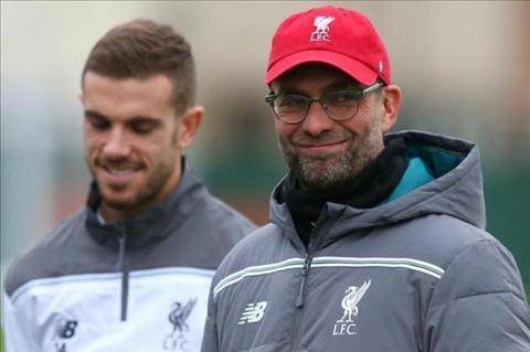 Tien ve Jordan Henderson noi cung vu doi truong cua Liverpool hinh anh 2