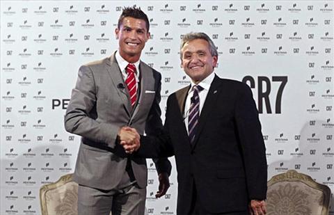Ronaldo tren duong tro thanh ong trum bat dong san hinh anh
