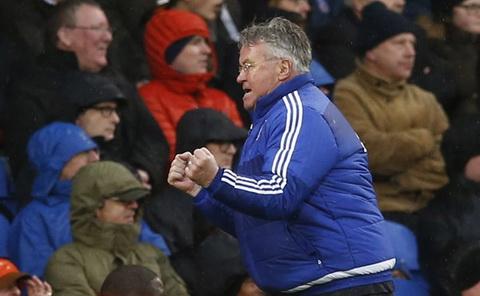 Hiddink co chien thang dau tay la tin hieu vui cho Chelsea. Anh: Reuters.