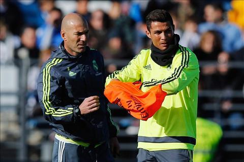 HLV Zinedine Zidane BBC can tham gia ho tro phong ngu nhieu hon hinh anh