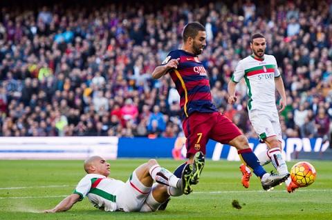 Nhin tu tran Bilbao 1-2 Barca, Turan va Munir du suc dong the cho MSN  hinh anh 2
