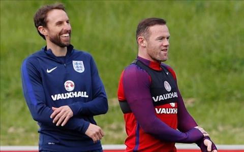 Rooney duoc hang loat dong doi len tieng bao ve hinh anh