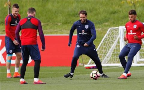 Southgate lap lung ve viec tram Rooney hinh anh