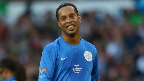 Kevin Boateng cho rang Ronaldinho xuat sac hon ca Zidane, Pele va Maradona.