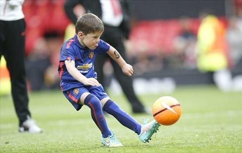 Con trai Ibrahimovic gia nhap MU hinh anh 2