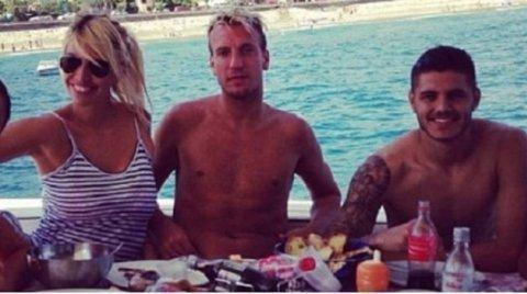 Messi bi nghi dung quyen luc den ngan Icardi len tuyen hinh anh