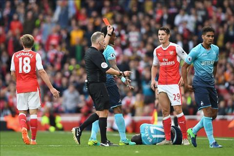 Arsenal 3-2 Swansea Tot dep pho ra, xau xa chang day duoc hinh anh 3