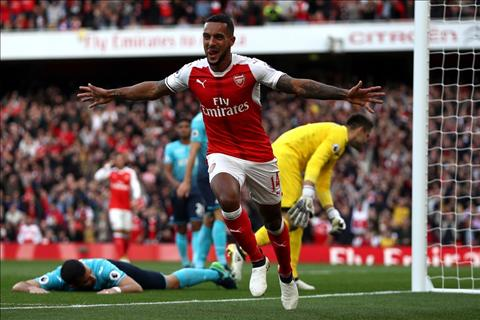 Arsenal 3-2 Swansea Tot dep pho ra, xau xa chang day duoc hinh anh