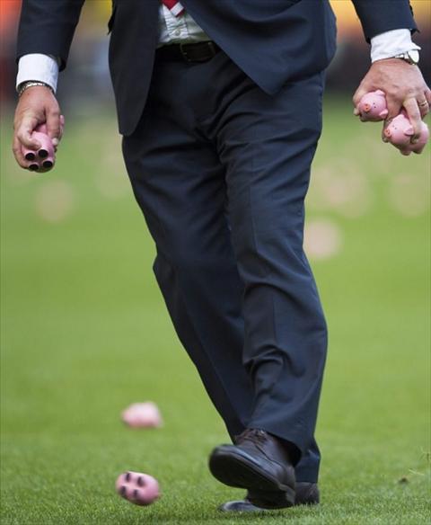 Tran dau Charlton vs Conventry don mua lon nhua hinh anh