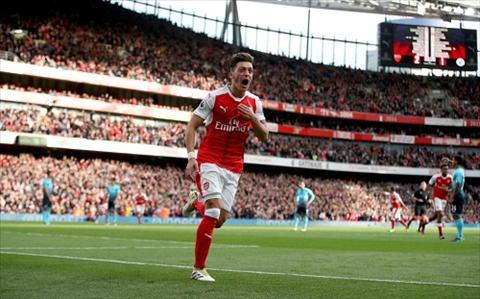 Goc Arsenal Hay giu Ozil bang moi gia hinh anh 3