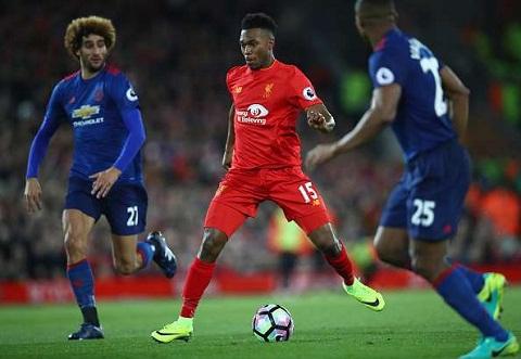 Huyen thoai Man Utd Liverpool phai tra gia vi su ngao man hinh anh