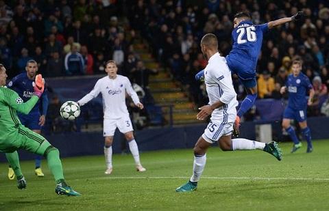 Leicester toan thang tai Champions League Tha mot phut huy hoang roi chot tat hinh anh