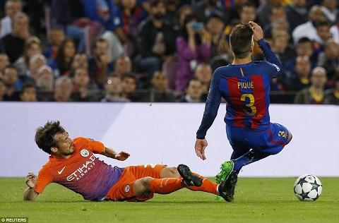 Barca 4-0 Man City Pique va Alba dinh chan thuong hinh anh 2