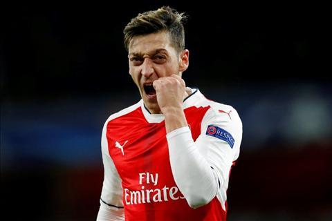 Diem tin bong da sang ngay 2010 Arsenal dai thang, Ozil lap ky tich chua tung co hinh anh