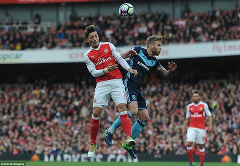 Du am Arsenal 0-0 Middlesbrough That vong Mesut Ozil hinh anh 2