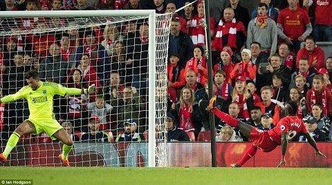 Du am Liverpool 2-1 West Brom Bo ba hoan hao hinh anh