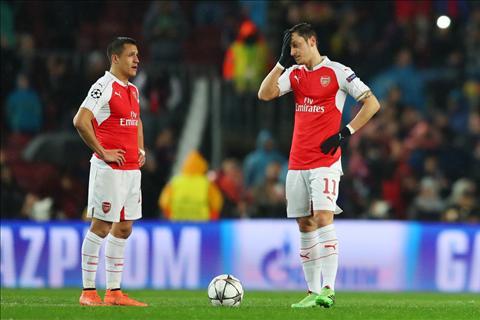 Voi CDV Arsenal, Qua bong vang 2016 la mot tro cuoi! hinh anh