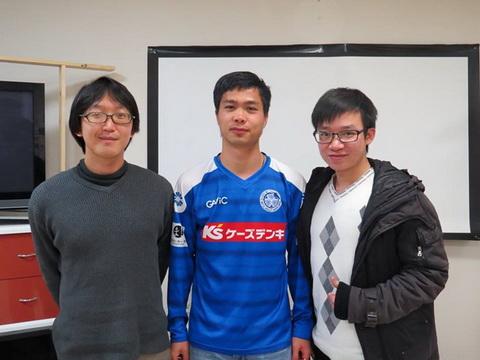 Jun Usami (trai) hieu ro bong da tre Viet Nam nhung nam qua. Anh: Facebook nhan vat